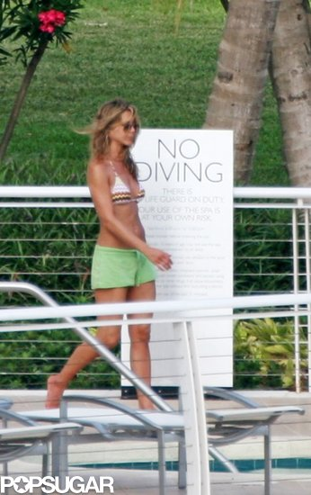 Jennifer Aniston relaxed by the pool at the Mondrian in Miami in May 2008.