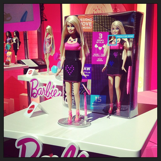 The Barbie Digital Dress can be designed by her owner. It offers a free draw option and can respond to sound.