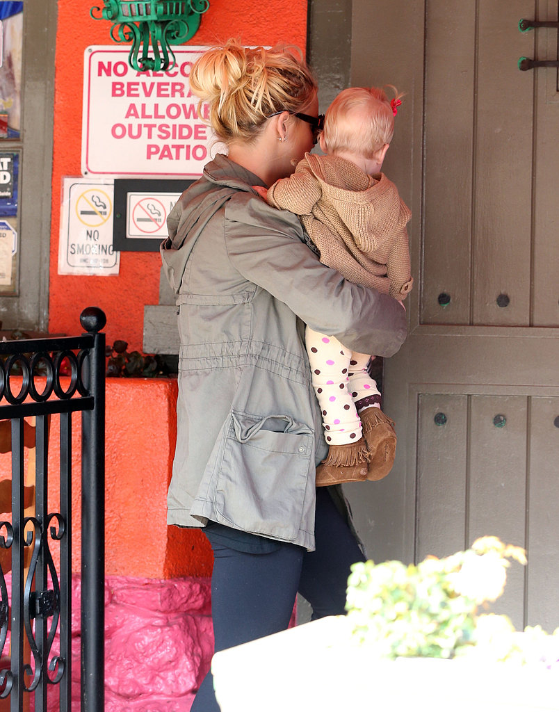 Jessica Simpson held daughter Maxwell as they