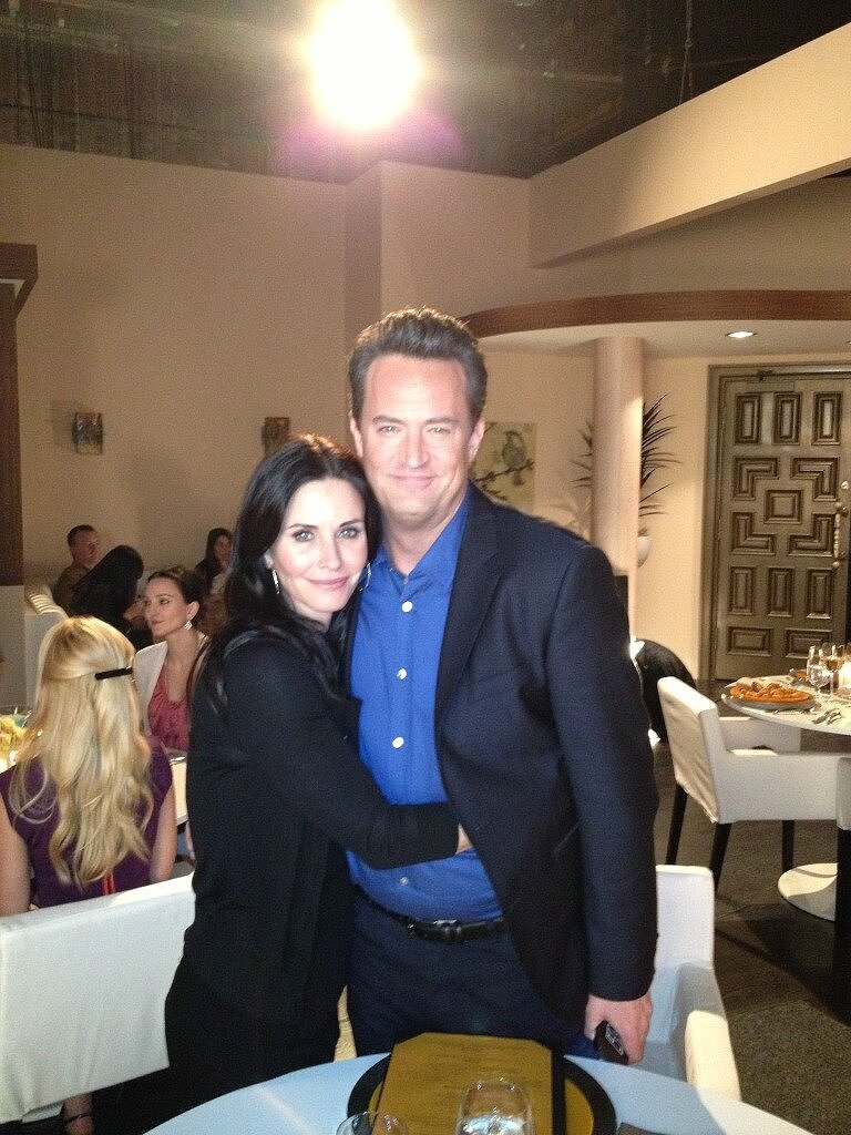 Courteney Cox reunited with her Friends costar Matthew Perry on the set of his show Go On. Source: Twitter user CourteneyCox