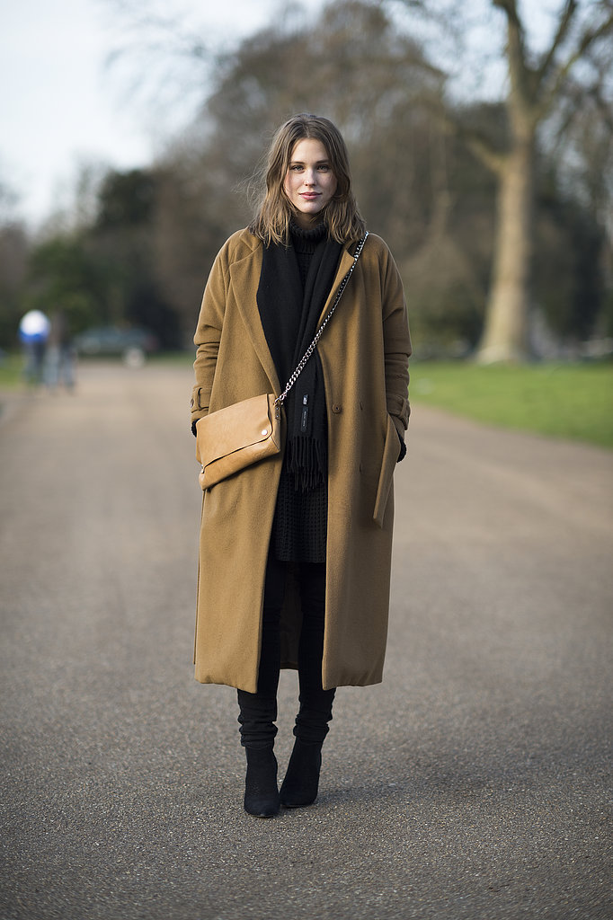 A well-placed bag and oversize coat made all the difference in this ensemble. Source: Le 21ème | Adam Katz Sinding