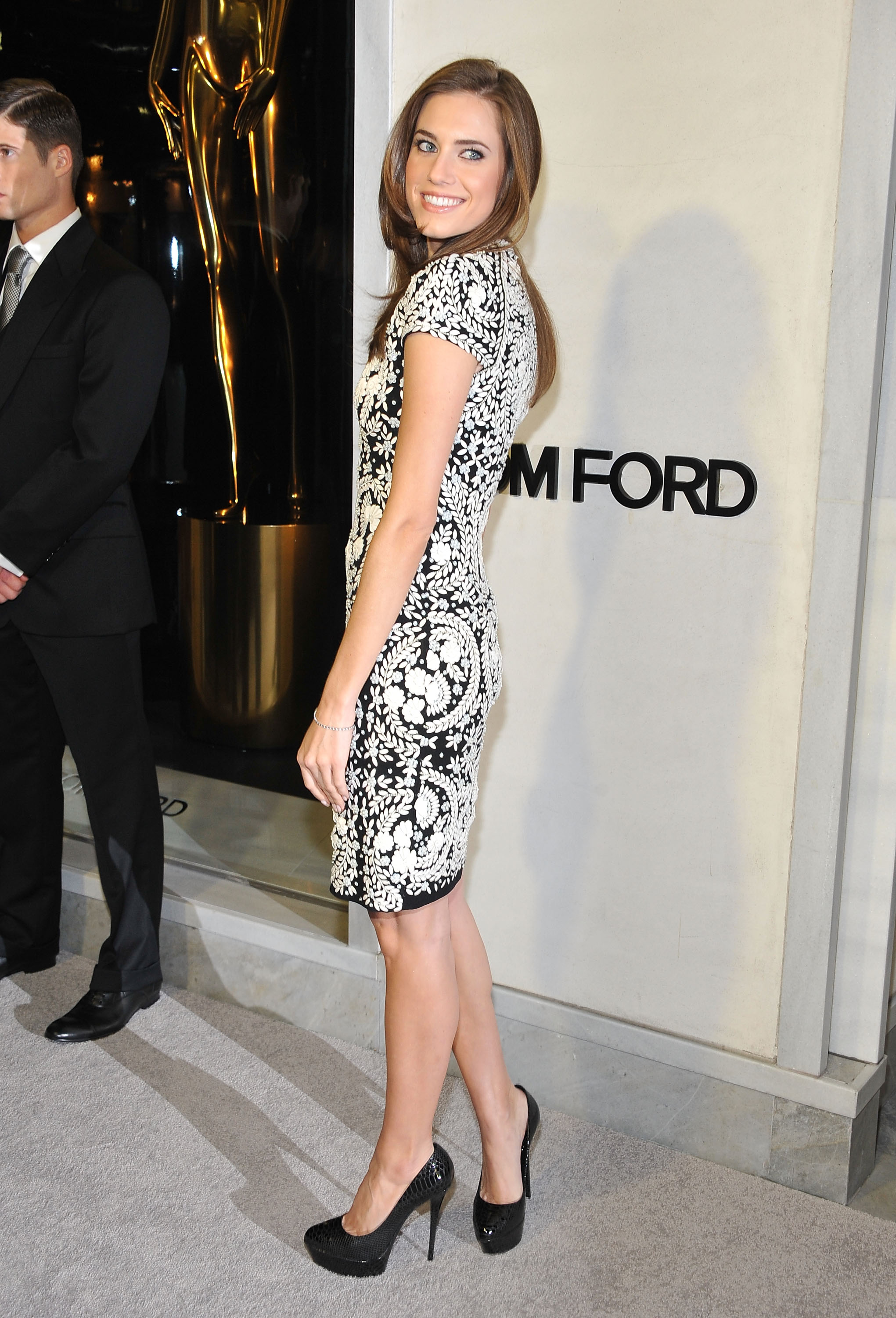 Allison Williams rocked a black-and-white number for the Tom Ford pre-Oscars event on Thursday night.