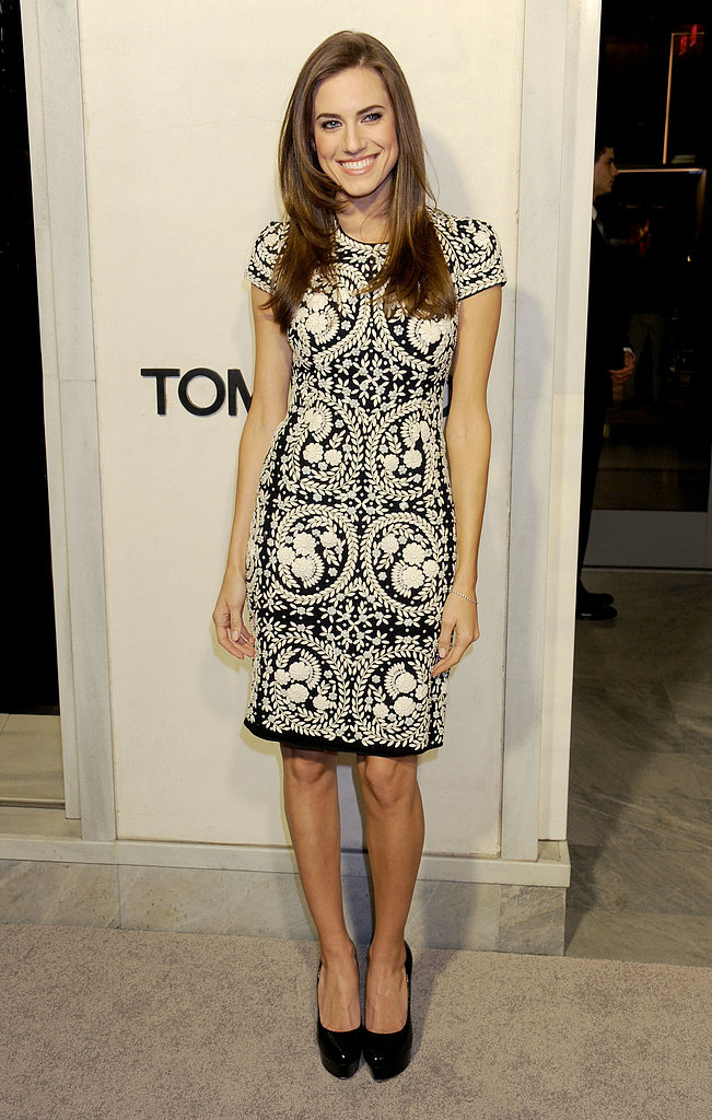 Allison Williams glowed in a black and white wool crepe short sleeve  sheath dress from Naeem Khan's Pre-Fall '13 collection at Tom Ford's Beverly Hills cocktail party.