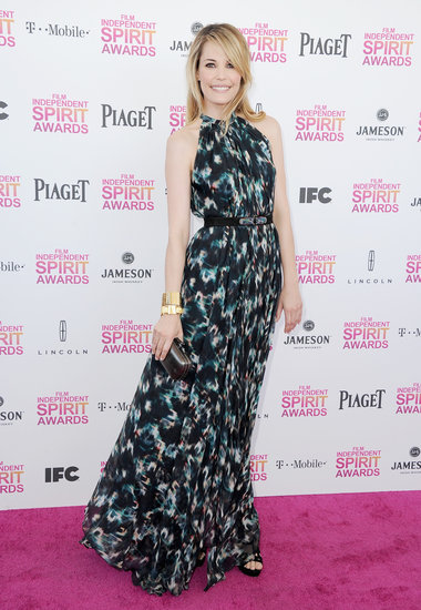 Leslie Bibb took on dynamic prints via a long, sweeping black-and-teal Saloni maxi dress, then added black suede Jerome C. Rousseau platform sandals and House of Lavande bracelets.