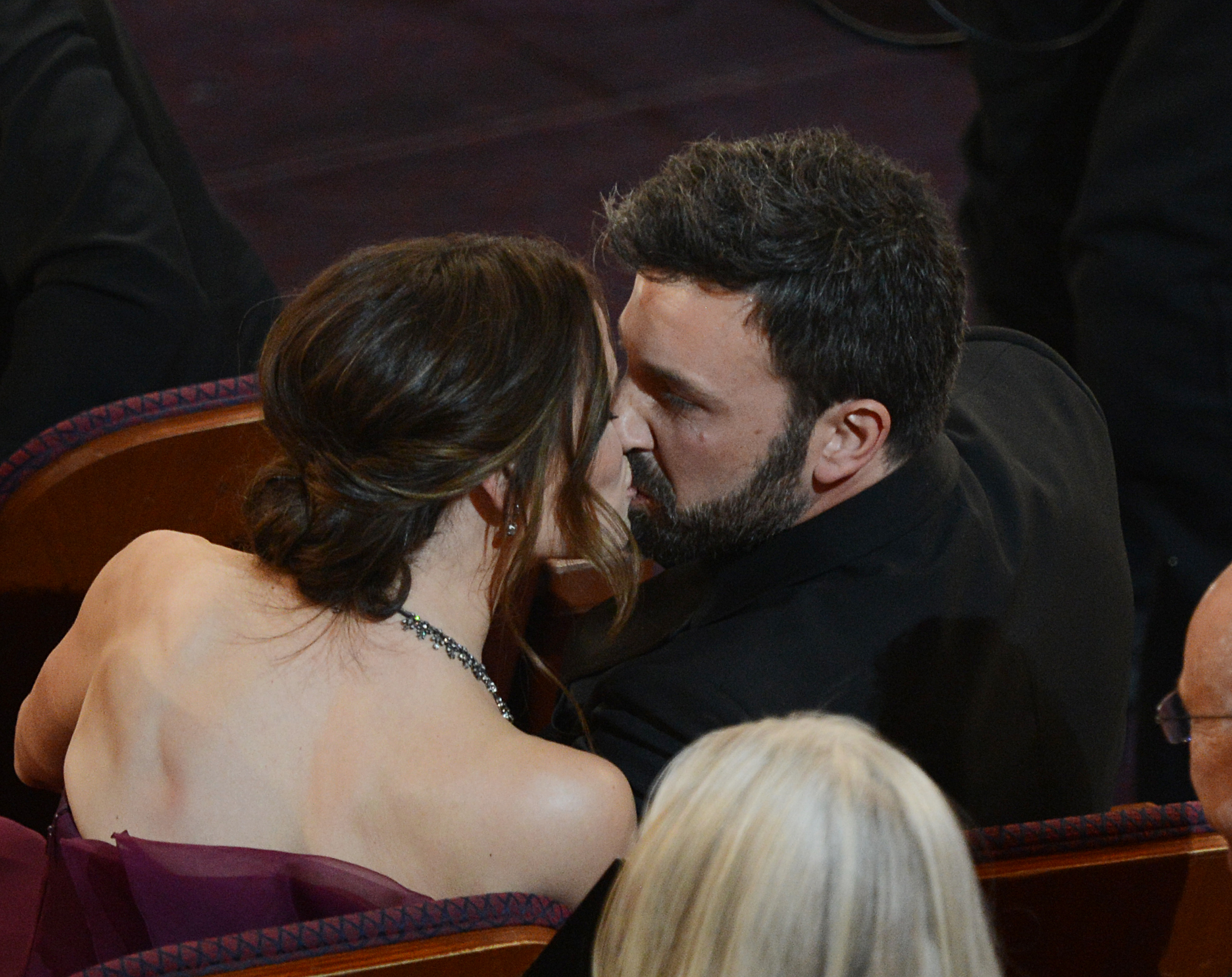 Jennifer Garner and Ben Affleck shared a kiss in the Oscars audience.