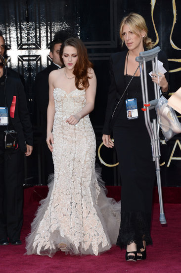 Kristen Stewart Wears Reem Acra — and Crutches — at the Oscars