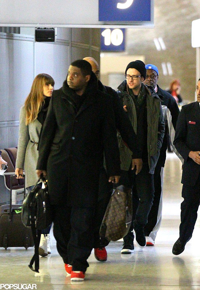 Justin Timberlake and Jessica Biel traveled through the Paris airport together.