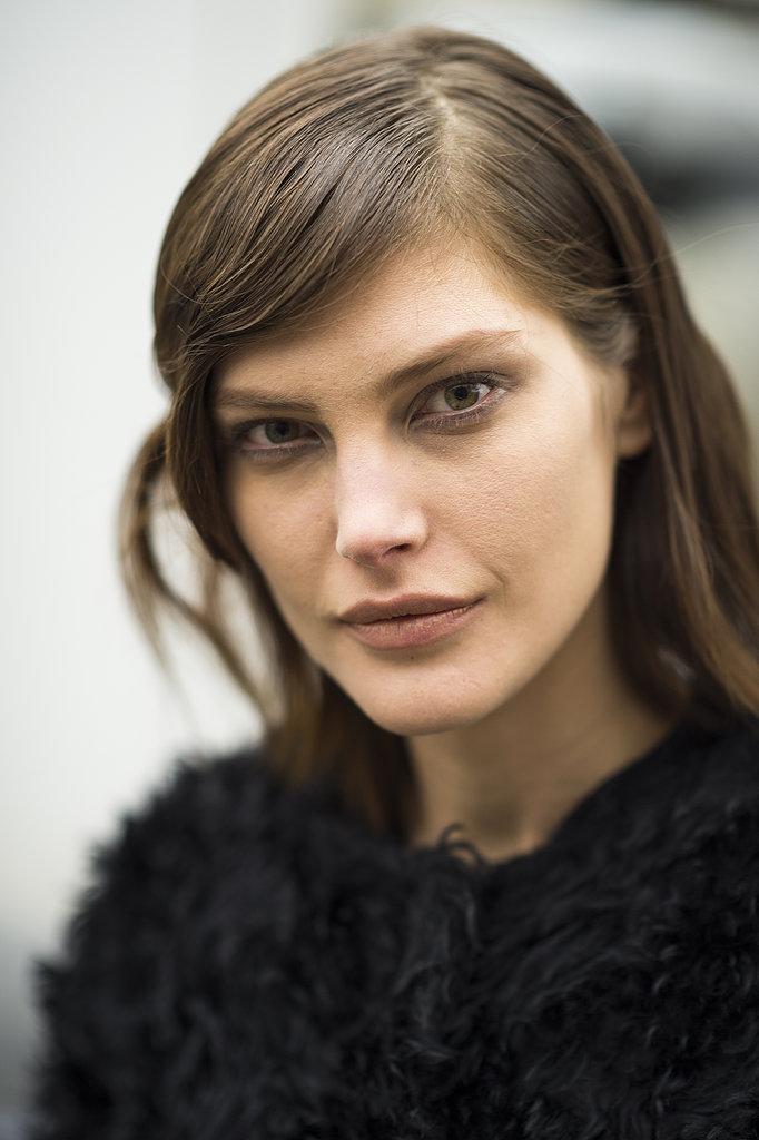 Cat McNeil made a case for bare eyelashes and matte nude lips. Source: Le 21ème | Adam Katz Sinding