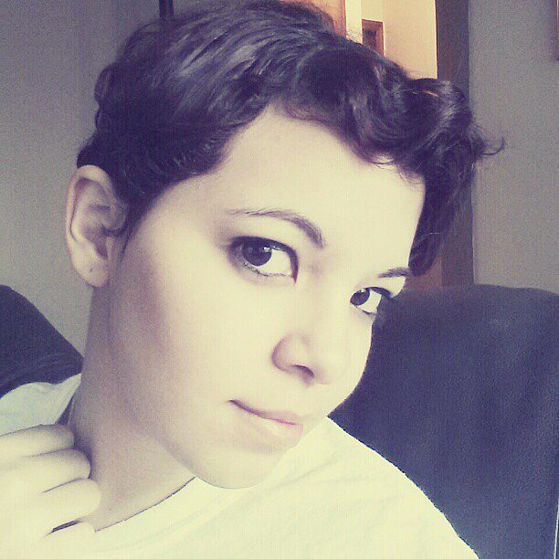 This pretty pixie has us considering the cut ourselves. Source: Instagram user struhberry