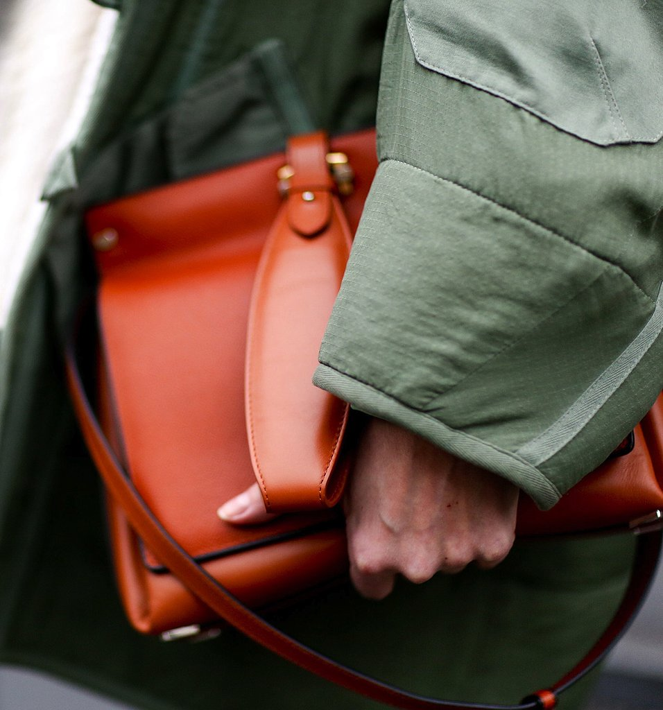 A green anorak received a chic finish thanks to this classic camel minisatchel.