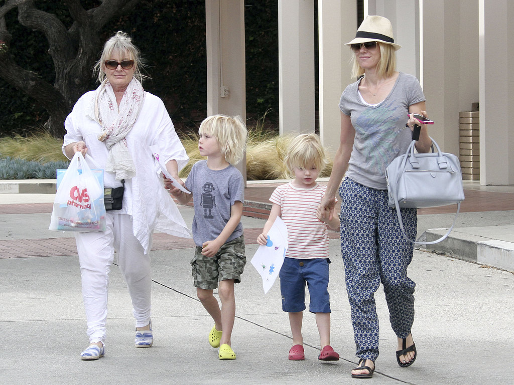 Naomi Watts and her mom took Sasha and Kai to the LA Zoo on Saturday.