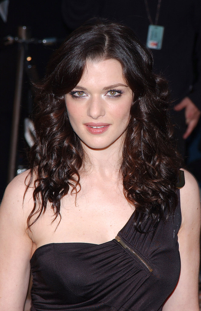 Rachel attended the 2002 Vanity Fair Oscar party with shimmering eyeshadow and a rose flush on her cheeks and lips. She kept her hair tightly curled.