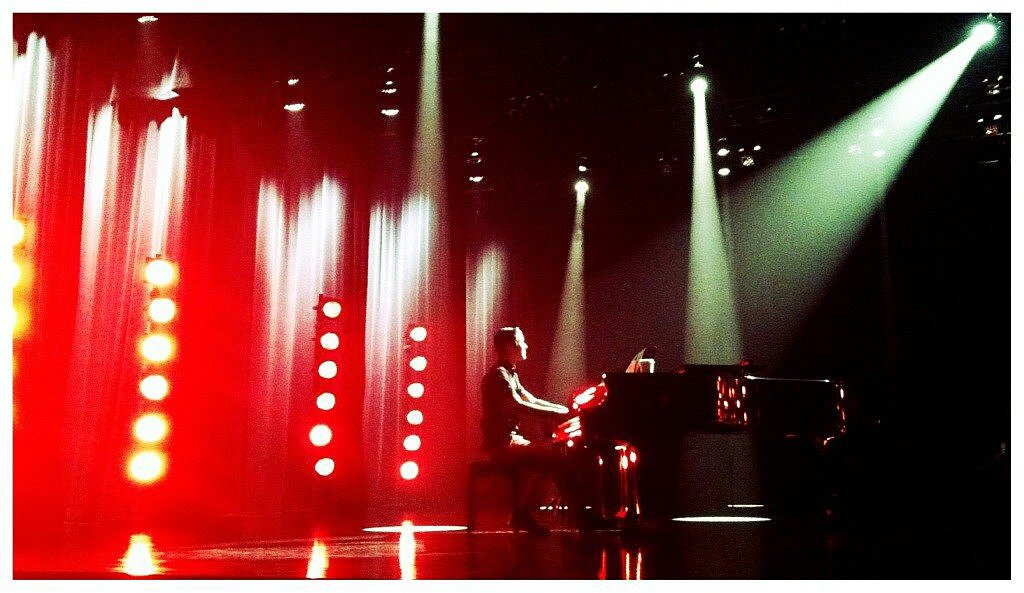 "Glee's Darren Criss took to the piano to perform ""Against All Odds."" Source: Twitter user MrRPMurphy"