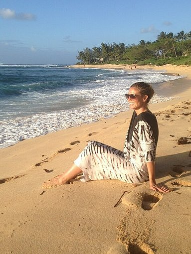 Heidi Klum hit the beach in a printed caftan. Source: Twitter user heidiklum