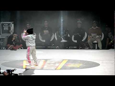 6-Year-Old Girl Break Dancing