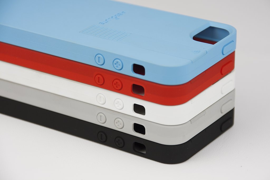 The case comes in five colors: blue, red, white, gray, and black.