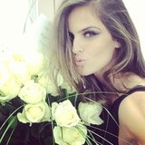 Victoria's Secret Angel Izabel Goulart celebrated International Women's Day with a big bouquet of roses. Source: Instagram user iza_goulart