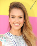 Celebrity Beauty At 2013 Kids' Choice Awards: Jessica Alba