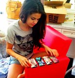 Selena Gomez hung out in denim shorts and a cat-printed tee while choosing a new iPhone case. Source: Twitter user selenagomez