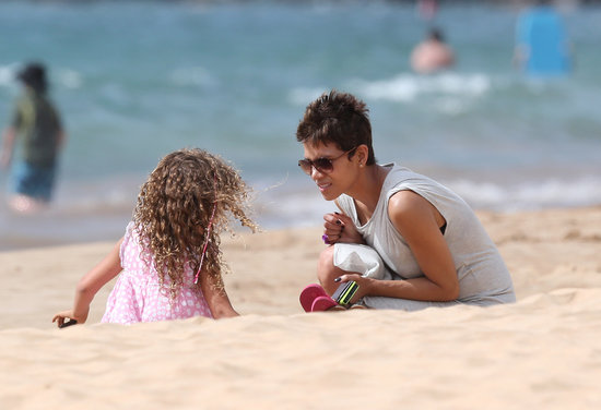 Halle Berry played with Nahla on the beach in Hawaii.
