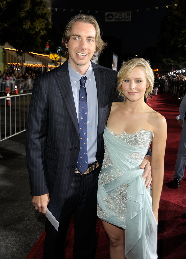 Kristen Bell and Dax Shepard posed side by side at the October 2009 premiere of Couples Retreat in LA.