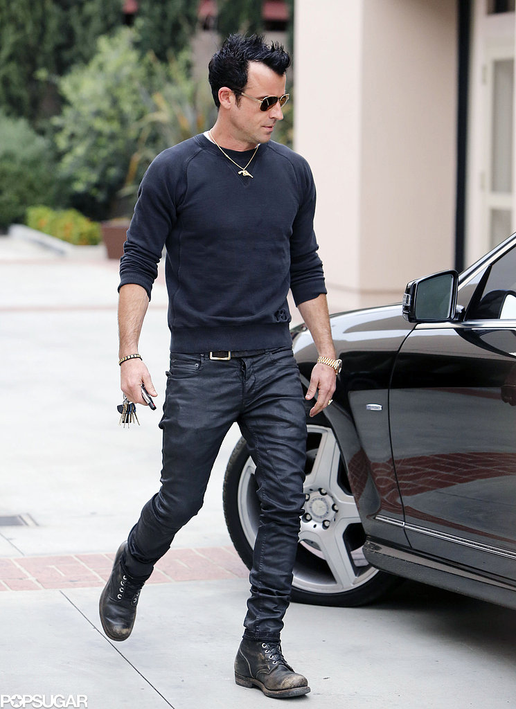 Justin Theroux hopped back into his car.