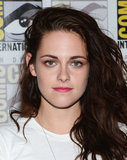 Simple liner and pink lips paired with Kristen's signature side-tossed style at Comic-Con in 2012.