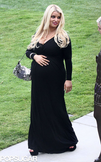 Pregnant Jessica Simpson wore a black gown.