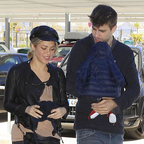 Shakira and Her Boyfriend at Barcelona Airport | Pictures