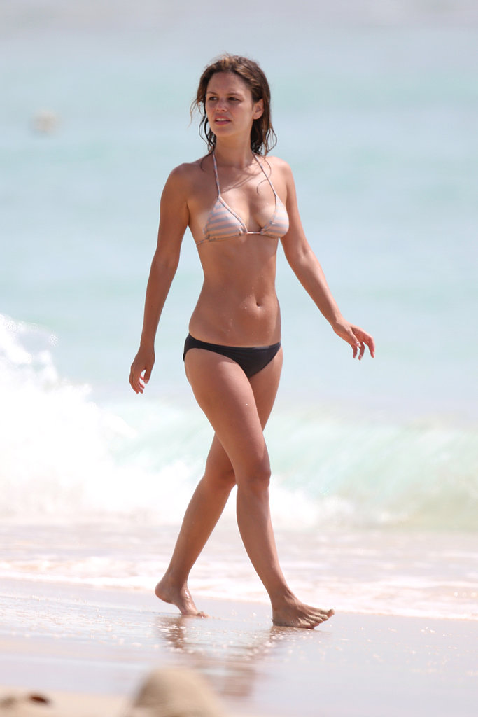 Rachel Bilson walked around the beach in Barbados in April 2013.