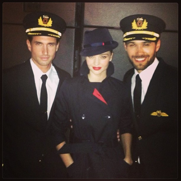 Miranda Kerr posed with her fellow models at a runway event for Qantas A