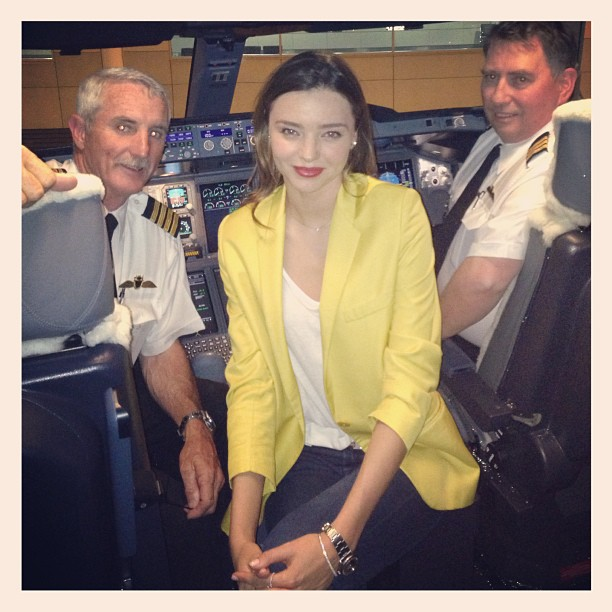 Miranda Kerr posed with pilots on her Qantas Airways flight to Australia.