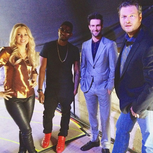 Usher, Shakira, Adam Levine, and Blake Shelton posed together on the set of The Voice. S