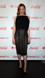 Elizabeth Banks also chose to wear Roland Mouret at CinemaCon in Las Vegas. Hers was a formfitting dress featuring a midi-length lace skirt. She finished off with H.Stern earrings.