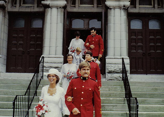 This 1980 wedding almost looked like a group affair.  Source: Flickr user anutkak43
