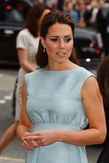 You can spot a slight side part in Kate's hair.