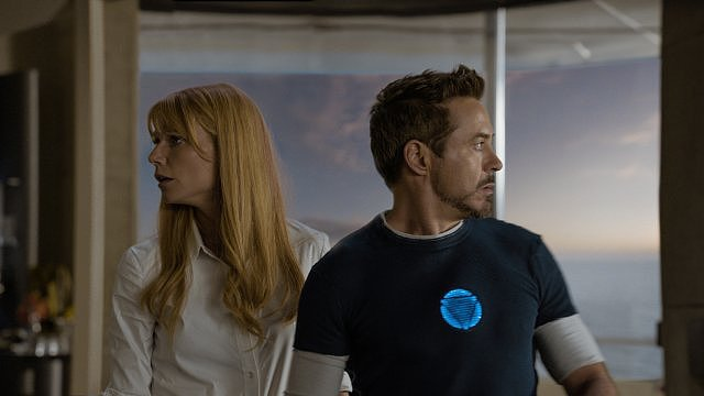 Gwyneth Paltrow and Robert Downey Jr. in Iron Man 3.