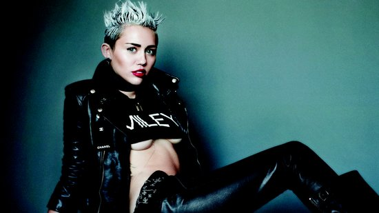 http://media4.onsugar.com/files/2013/05/01/970/n/1922398/d6857404f32b20d8_HEADLINE_Thumb_WIDE.preview/i/Miley-Cyrus-V-Magazine-Photo-Shoot-Video.jpg