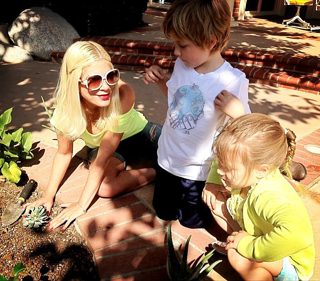 Tori Spelling got her hands dirty doing a little planting with Liam and Stella.  Source: Twitter user torianddean