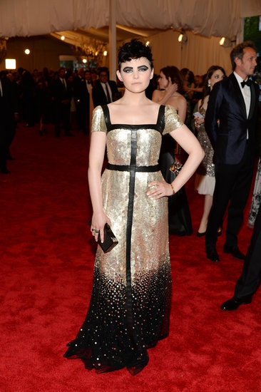 Ginnifer Goodwin went for dramatic black makeup to punk up her Tory Burch gown.