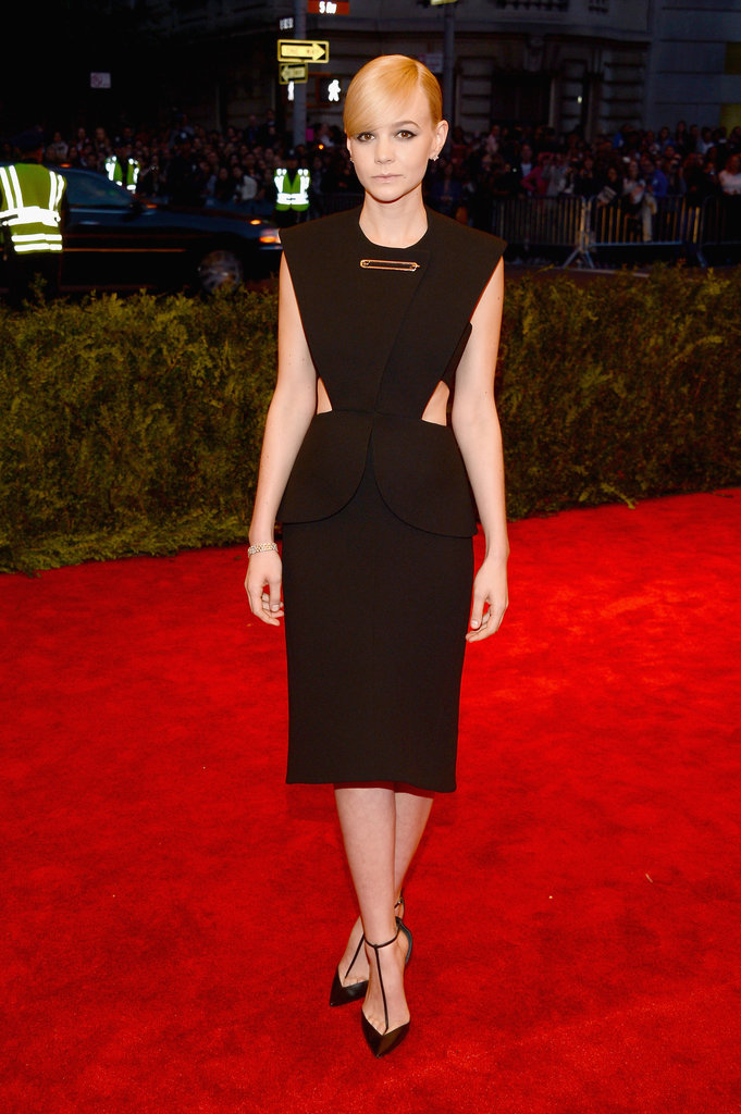 Carey Mulligan gave a nod to the '80s in her black Balenciaga by Alexander Wang cutout dress, complete with an oversized safety pin detail.