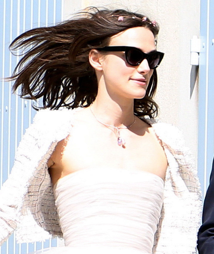 A close-up of Keira Knightley on her wedding day. She kept it very simple with just the minimum of accessories: a floral wreath, sunglasses, and a delicate gemstone necklace. Source: Spread/X17Online.com