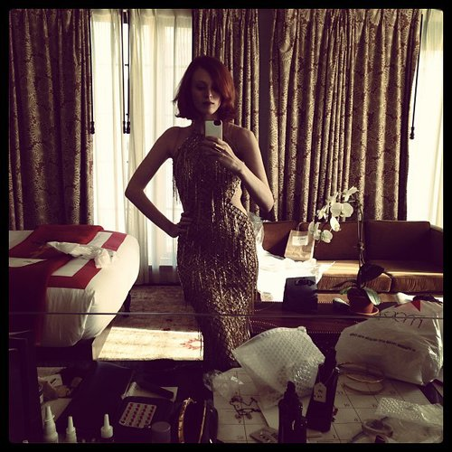 Karen Elson shared a selfie of her glamorous red carpet look. Source: Instagram user misskarenelson
