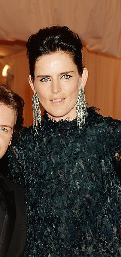 Stella Tennant was ultra-bronzed for the big night.