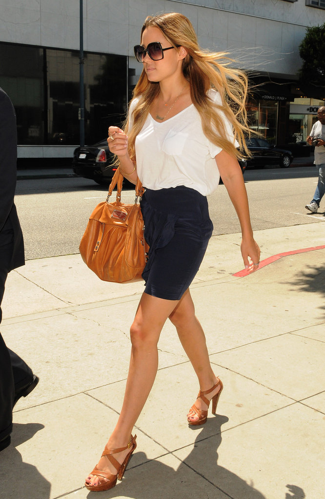 Another classic Lauren look: white tee, ruffle-accented skirt, and tan leather sandals, complete with a matching satchel and oversize shades. Lesson from Lauren: there are millions of ways to jazz up a basic white tee.