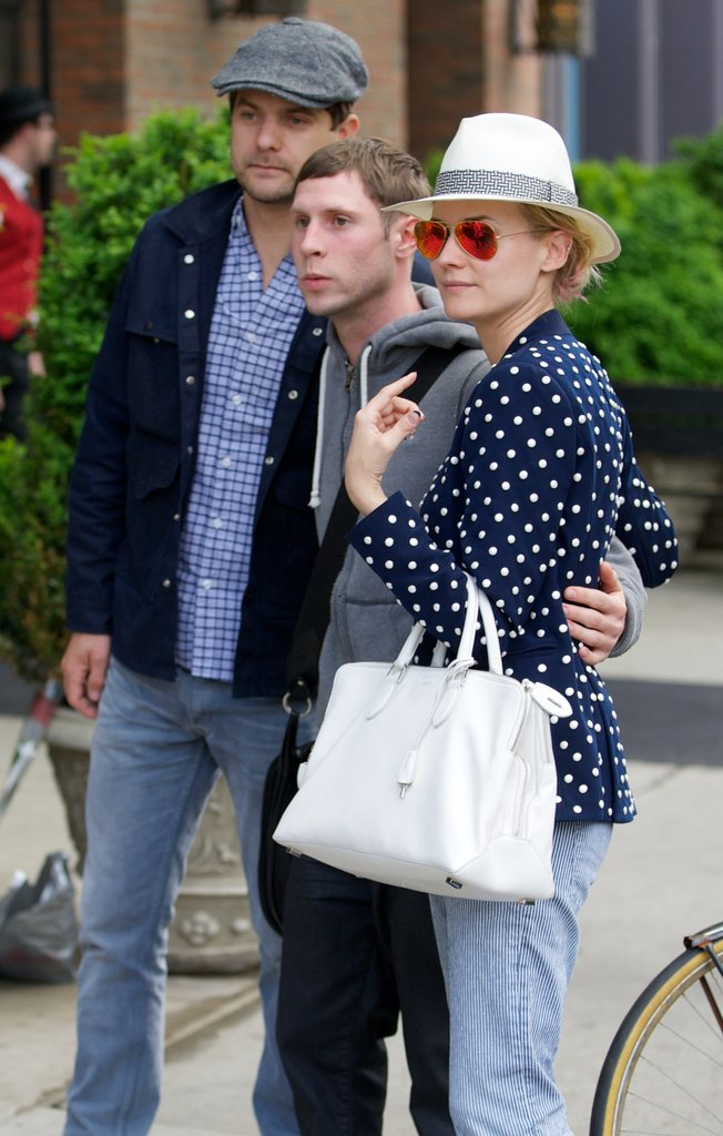 Diane Kruger and Joshua Jackson got ready to snap a fan photo.