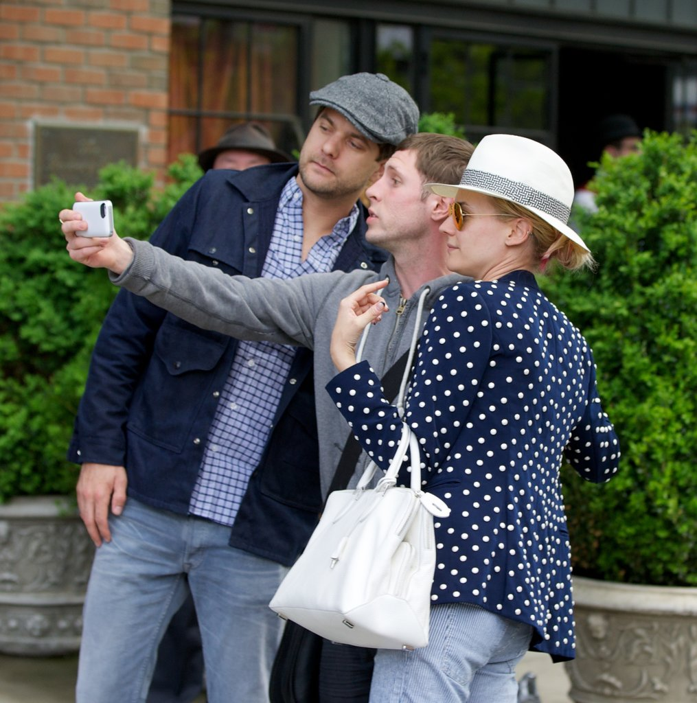 Diane Kruger and Joshua Jackson posed for a picture with a fan.