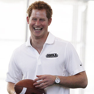Le prince Harry fait l&#039;amricain, ambiance football et pom pom girls !
