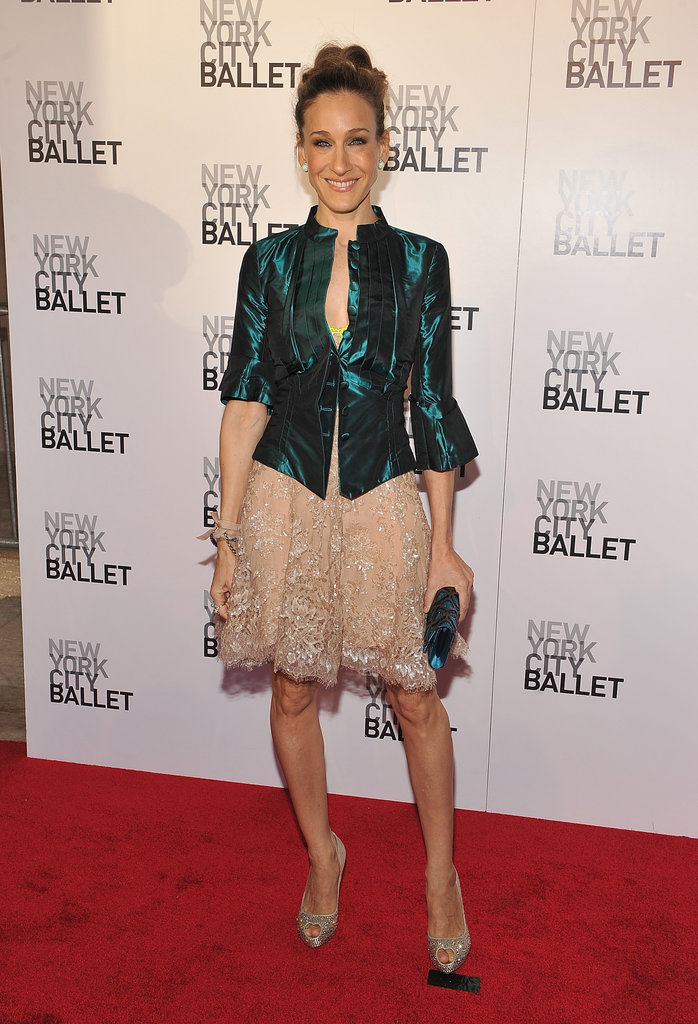 For the 2010 NYC Ballet Spring Gala, the trendsetter styled a embroidered cocktail dress with an emerald-sheen topper and heart-shaped peep-toe pumps.