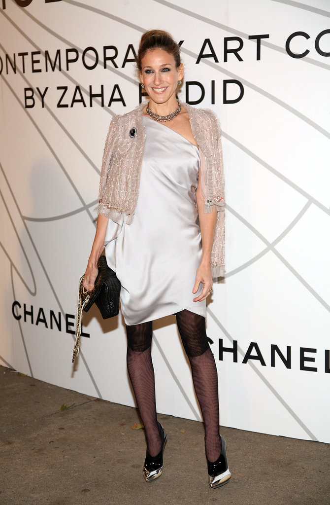 Daisy Buchanan would have been proud of the Roaring 20s-inspired ensemble SJP donned at the 2008 Chanel Mobile Art soiree in NYC. From her silk slip dress and cropped Chanel topper to her printed tights and futuristic booties, this asymmetrical look was spot on with the années folles.